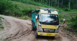 jalan provinsi rusak parah