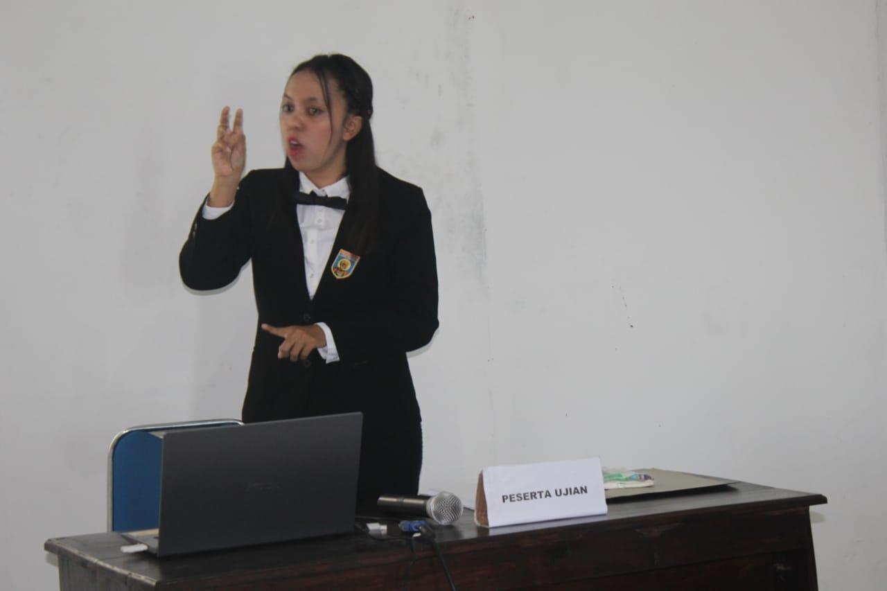 Penampilan Maria Ilona Triestta saat ujian Skripsi pada pada 5 Desember lalu //Foto: Delegasi.com(Dok.Pribadi)